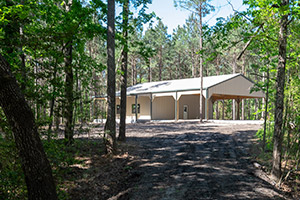 68 Wooded Acres Barndominium Outside of Lufkin