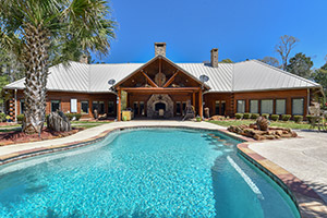 Fantastic 5BR/6BA Log Lodge Estate on Lake Sam Rayburn